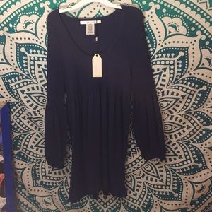Very cute 'Peasant Top' w/Flaired Sleeves